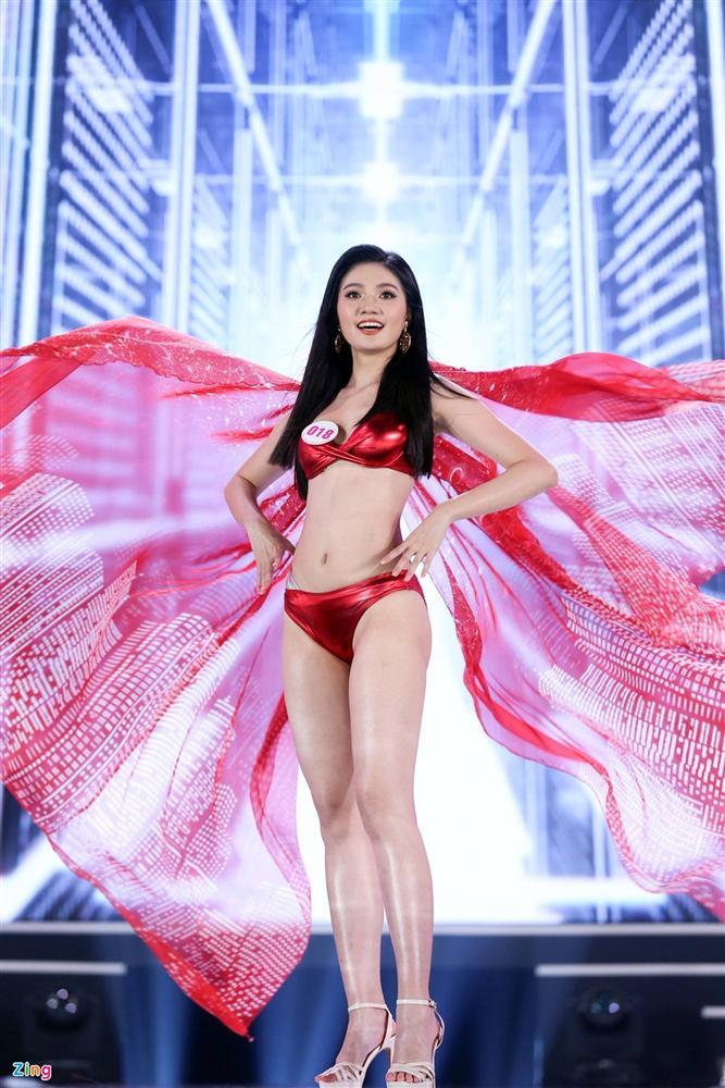 Ảnh kéo chân tới mất đầu gối của thí sinh Hoa hậu Việt Nam-11