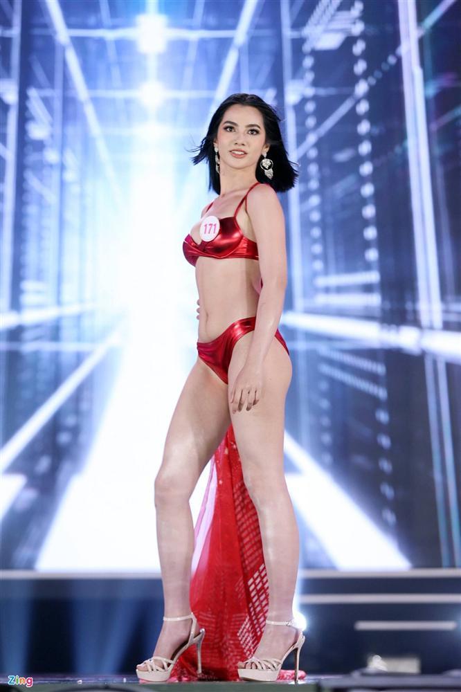 Ảnh kéo chân tới mất đầu gối của thí sinh Hoa hậu Việt Nam-13