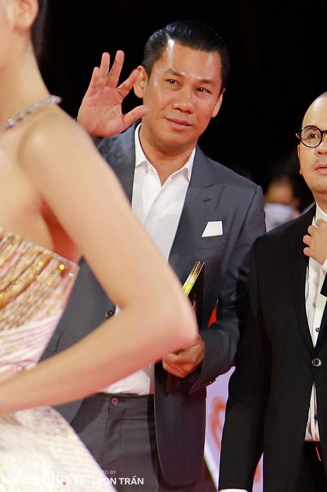 Sau khi làm lơ chồng cũ ở Chung kết Hoa hậu Việt Nam, Lệ Quyên công khai được tình trẻ tin đồn hộ tống đi Hà Nội?-4