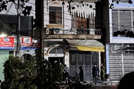 Hà Nội: Nghi do mâu thuẫn tiếng ồn, người đàn ông điên cuồng ném 'bom xăng' sang nhà hàng xóm