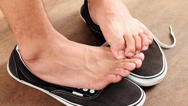 Bất kể nam hay nữ trên cơ thể xuất hiện 2 đen 2 hôi chứng tỏ suy giảm chức năng thận-3