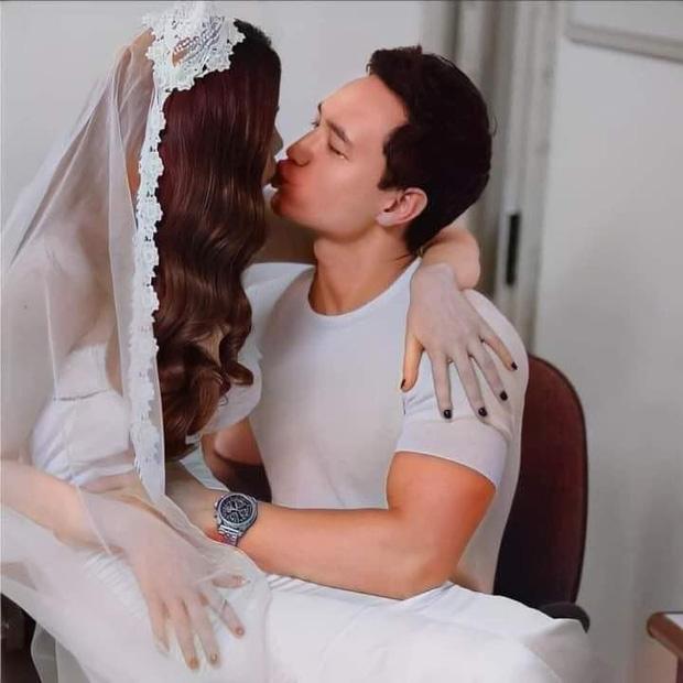 Lộ hậu trường ảnh cưới của Hà Hồ - Kim Lý: Cô dâu trao cho chồng nụ hôn nồng thắm, nhìn đã thấy hạnh phúc lây!-1
