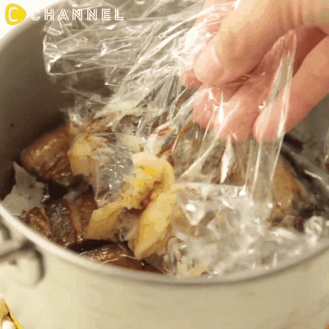 Mẹo loại bỏ lớp mỡ đông cứng trong nồi thịt kho không cần thìa hoặc đun sôi-3