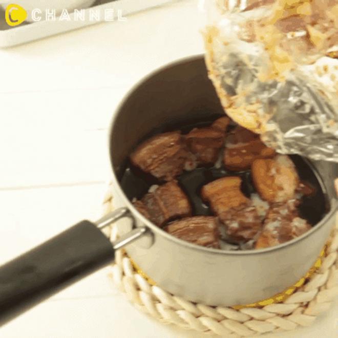 Mẹo loại bỏ lớp mỡ đông cứng trong nồi thịt kho không cần thìa hoặc đun sôi-4