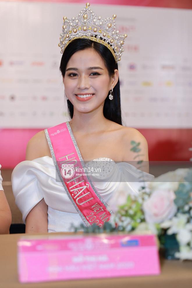 Nhan sắc dàn Hoa hậu Việt Nam lúc đăng quang: Tiểu Vy được báo quốc tế ca ngợi, Mai Phương Thuý nhận gạch đá, còn Đỗ Thị Hà?-36