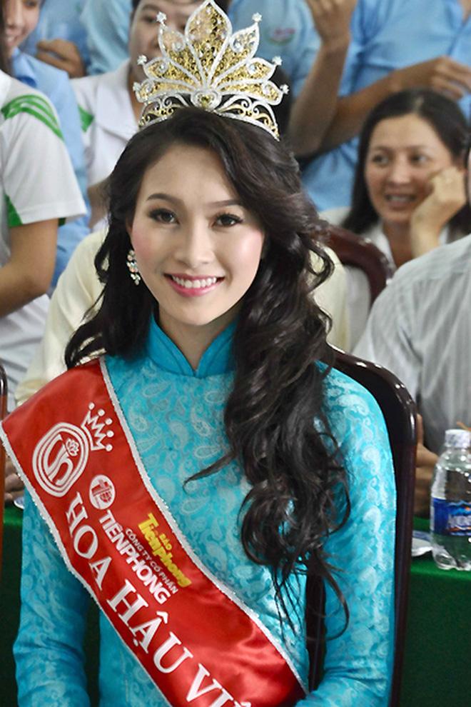 Nhan sắc dàn Hoa hậu Việt Nam lúc đăng quang: Tiểu Vy được báo quốc tế ca ngợi, Mai Phương Thuý nhận gạch đá, còn Đỗ Thị Hà?-12