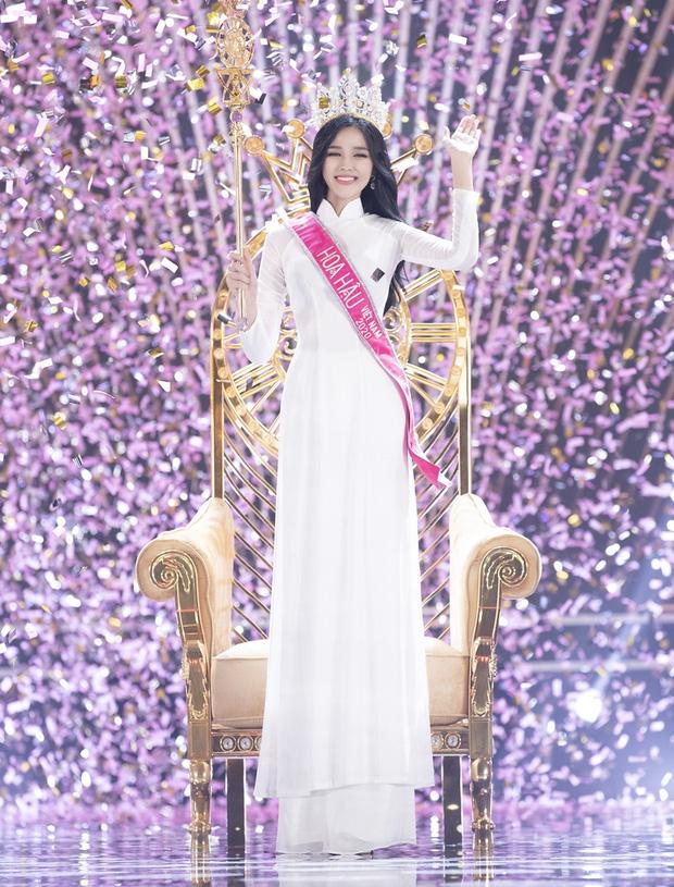 Nhan sắc dàn Hoa hậu Việt Nam lúc đăng quang: Tiểu Vy được báo quốc tế ca ngợi, Mai Phương Thuý nhận gạch đá, còn Đỗ Thị Hà?-32