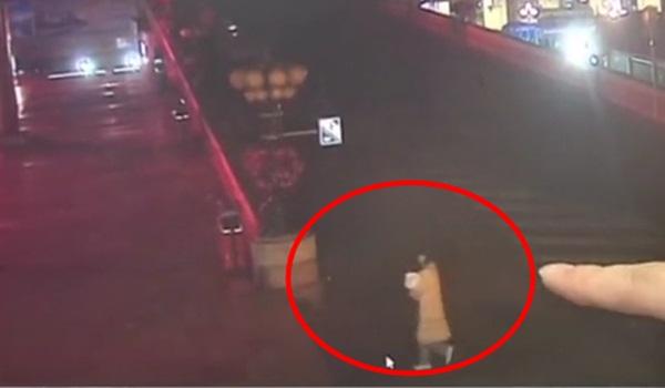 Nghe tiếng khóc trẻ con ở ga tàu lúc 5 giờ sáng, người đàn ông báo cảnh sát và câu chuyện gây phẫn nộ đằng sau-2
