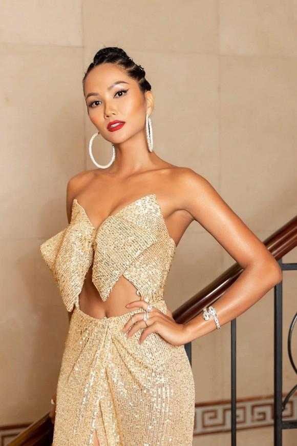 Á hậu 1 Phạm Ngọc Phương Anh và Hoa hậu HHen Niê chỉ uống thứ nước này mà cũng sở hữu thân hình quyến rũ-3