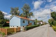 Căn nhà cấp 4 màu xanh da trời nhìn ngoài thì bình thường mà bên trong khiến ai cũng 'sững sờ'