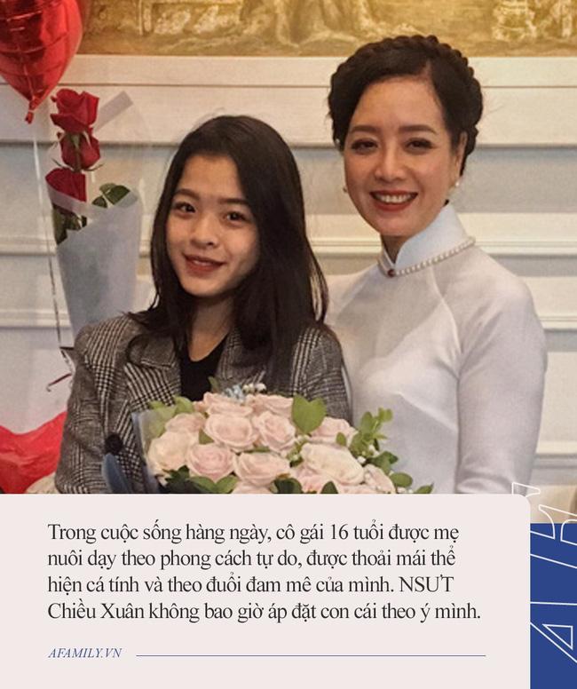 Con gái 16 tuổi của Chiều Xuân: Lại gây tranh cãi vì ăn mặc táo bạo so với lứa tuổi, trước đó từng được mẹ dạy dỗ như này-4