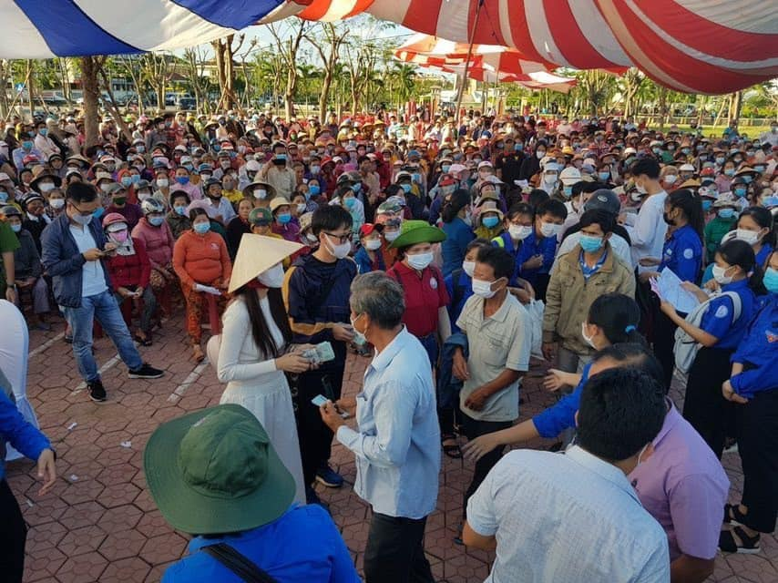 Thủy Tiên kết thúc hơn 40 ngày viện trợ miền Trung, hứa hẹn công khai sao kê minh bạch-5
