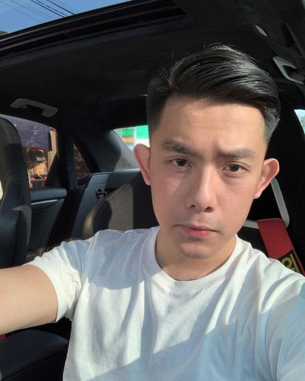 CEO Tống Đông Khuê gây nhức mắt vì lái ô tô bằng 1 tay, tay khác đặt lên đùi bạn gái lại còn không thắt dây an toàn-2