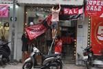 Hà Nội: Phố thời trang rợp biển giảm giá 80% trước ngày mua sắm Black Friday-15