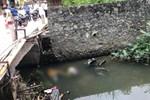 Bàng hoàng phát hiện thi thể 2 nam thanh niên nổi dưới suối ở Tam Đảo, bên cạnh là chiếc xe máy tay ga