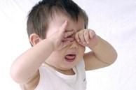 Con cận thị 1 đi ốp lúc 1 tuổi chỉ vì bố mẹ đã làm sai điều này