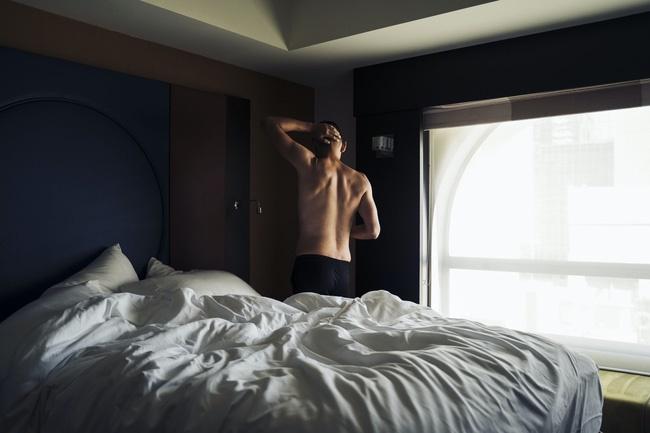 Những cây nến phát ra tiếng và sở thích yêu đương quái đản của chàng trai 26 tuổi: Khi khao khát khẳng định bản thân trở thành kẻ bệnh hoạn trong gang tấc-3