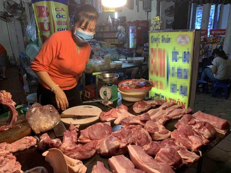 Qua đỉnh lịch sử, thịt lợn tại chợ về mức giá rẻ nhất năm-1