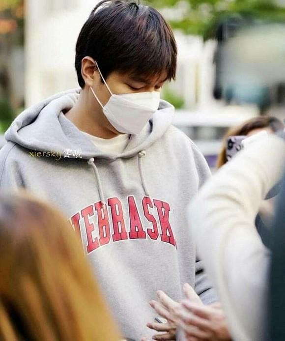 Giàu có, nổi tiếng nhưng Lee Min Ho tiết kiệm đến mức mặc đi mặc lại 1 chiếc áo trong vòng 3 năm-5