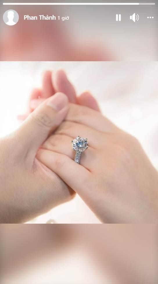 Phan Thành công khai chiếc nhẫn kim cương siêu to dành tặng Primmy Trương trong lễ ăn hỏi sáng nay-1