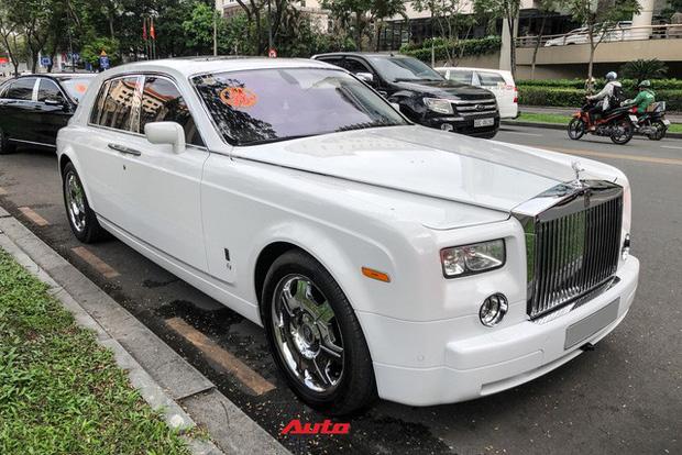 Loạt xe khủng đưa dâu trong đám hỏi Phan Thành, chú rể cầm lái Rolls-Royce Wraith 34 tỷ đồng-2