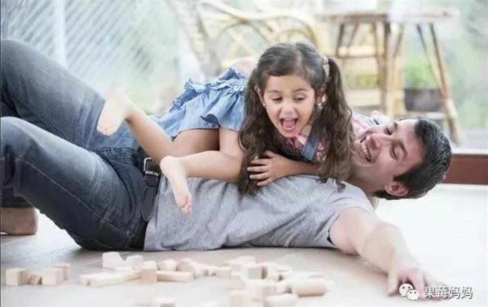 Hầu hết những thiếu sót của con gái đều đến từ bố? Ảnh hưởng của bố đến con gái, mẹ không bao giờ thay thế được?-1