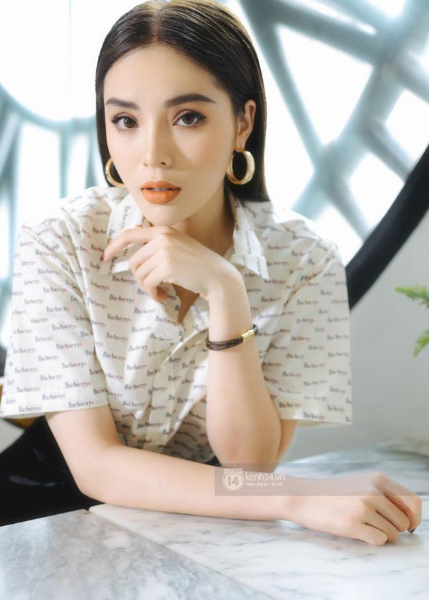 Hoa hậu Việt Nam đi học thế nào khi đương nhiệm: Người nhận bằng cử nhân xuất sắc, người phải học lại cấp 3, bí ẩn nhất là nàng Hậu này-5