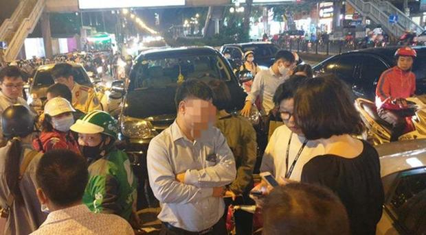 Ô tô gây tai nạn liên hoàn ở Hà Nội, tông xe biển xanh và hàng loạt phương tiện giữa phố-1