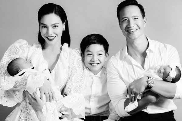 Hồ Ngọc Hà chính thức công khai gương mặt cặp song sinh