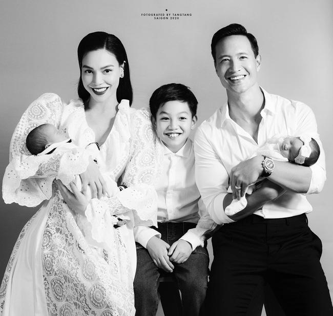 Hồ Ngọc Hà lần đầu tung ảnh gia đình 5 người, chính thức công khai gương mặt cặp song sinh-2