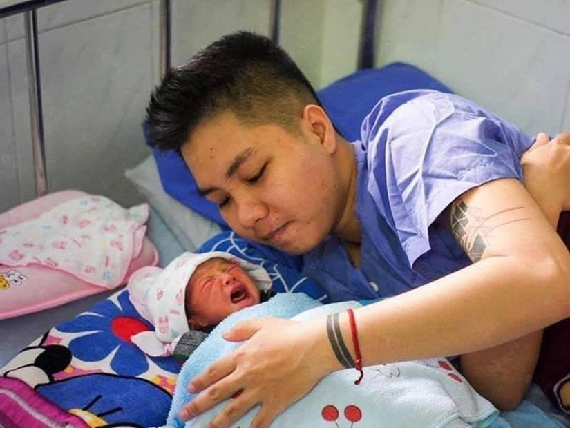 Người đàn ông Việt Nam đầu tiên sinh con chia sẻ việc làm giấy khai sinh, đặc biệt nhất là tên người mẹ-2