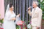 NSND Thanh Hoa mắc cỡ vì sự cố trớ trêu sữa chảy ướt áo dài khi đang hát trên sân khấu