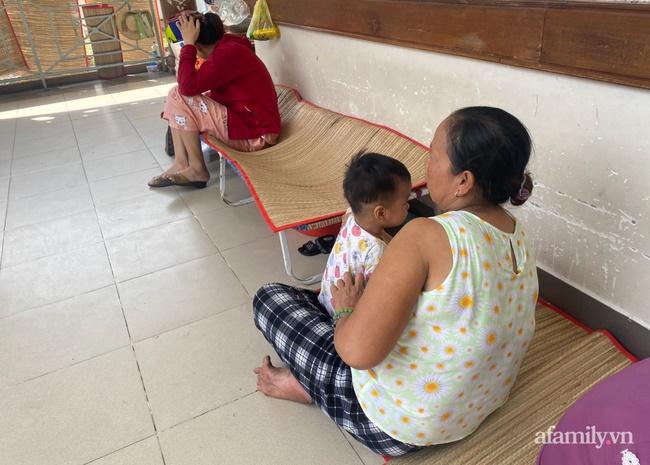 Đau xót lời kể bà ngoại bé gái 3 tuổi nghi bị mẹ đẻ bạo hành chấn thương sọ não: Bị đánh vì để phân dính vào dép?-2