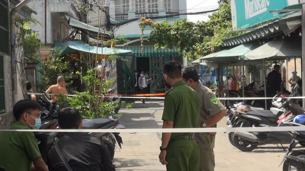 TP.HCM: Người đàn ông ôm vết thương ở cổ gục chết trước nhà dân sau khi cự cãi trong quán cà phê-2