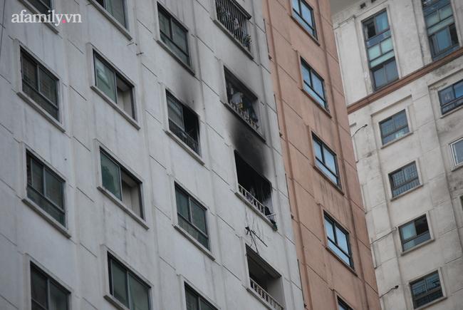 Hà Nội: Cháy dữ dội tại chung cư ở Hà Đông sau tiếng nổ lớn, người dân hoảng loạn chạy từ tầng 13 xuống đất lánh nạn-1