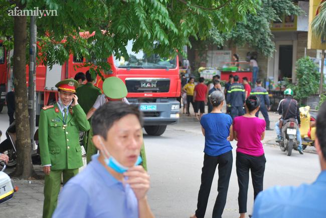 Hà Nội: Cháy dữ dội tại chung cư ở Hà Đông sau tiếng nổ lớn, người dân hoảng loạn chạy từ tầng 13 xuống đất lánh nạn-2
