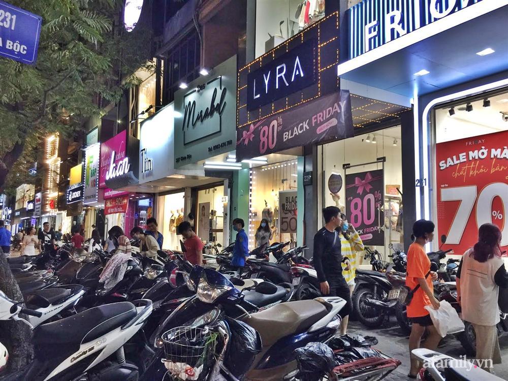 Hà Nội: Phố thời trang rợp biển giảm giá 80% trước ngày mua sắm Black Friday-1