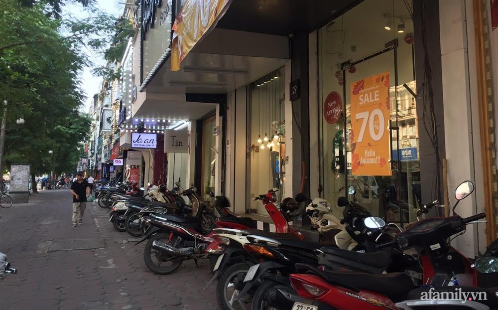Hà Nội: Phố thời trang rợp biển giảm giá 80% trước ngày mua sắm Black Friday-13