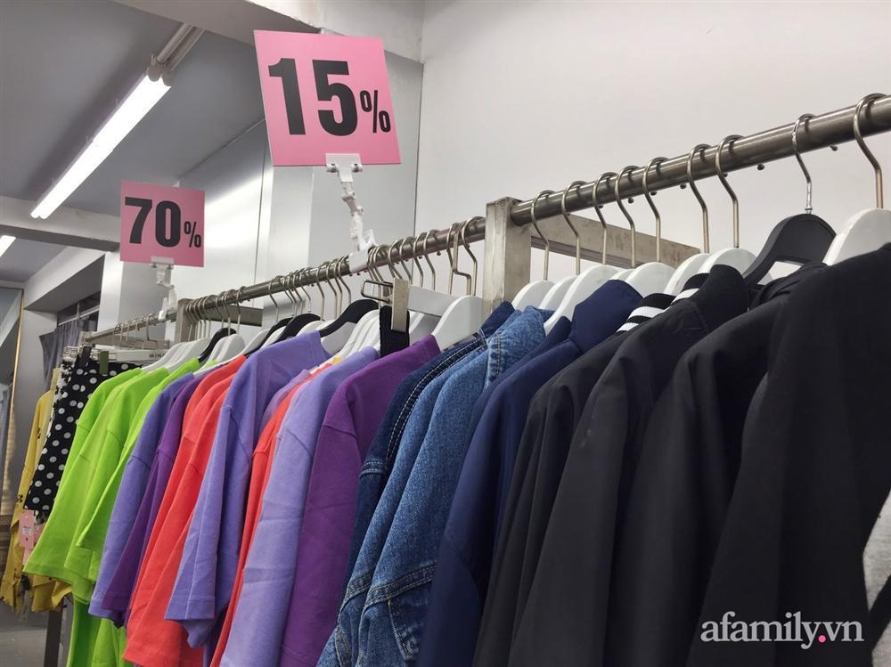 Hà Nội: Phố thời trang rợp biển giảm giá 80% trước ngày mua sắm Black Friday-3
