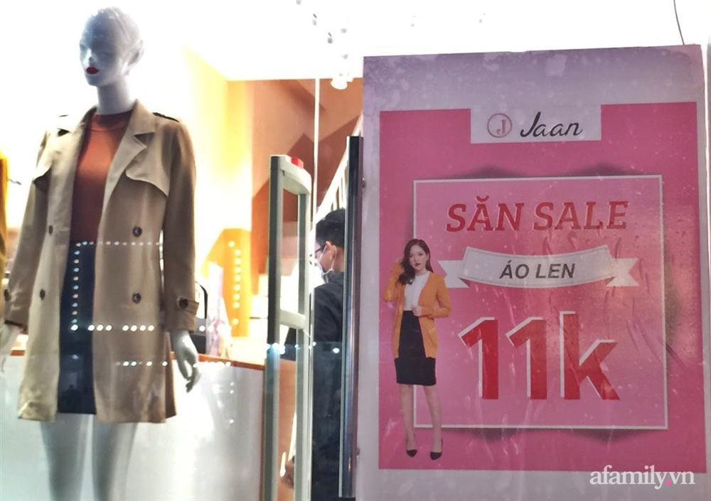 Hà Nội: Phố thời trang rợp biển giảm giá 80% trước ngày mua sắm Black Friday-5