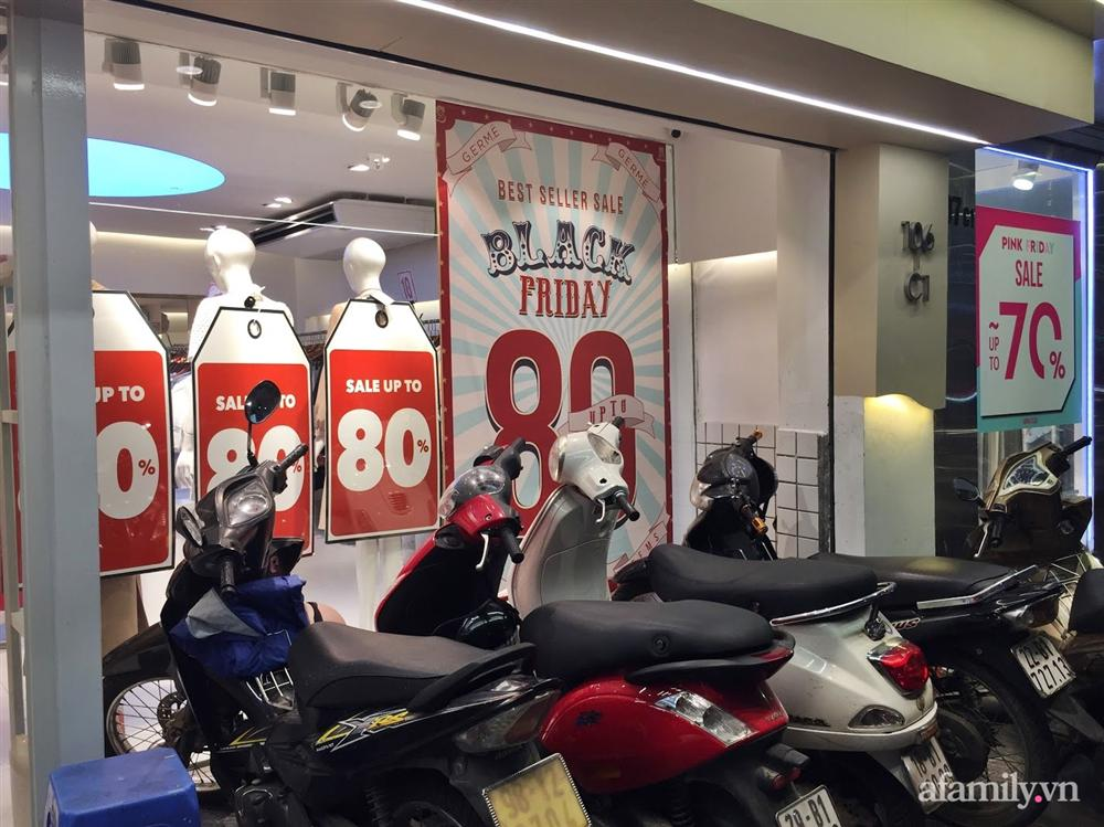 Hà Nội: Phố thời trang rợp biển giảm giá 80% trước ngày mua sắm Black Friday-6