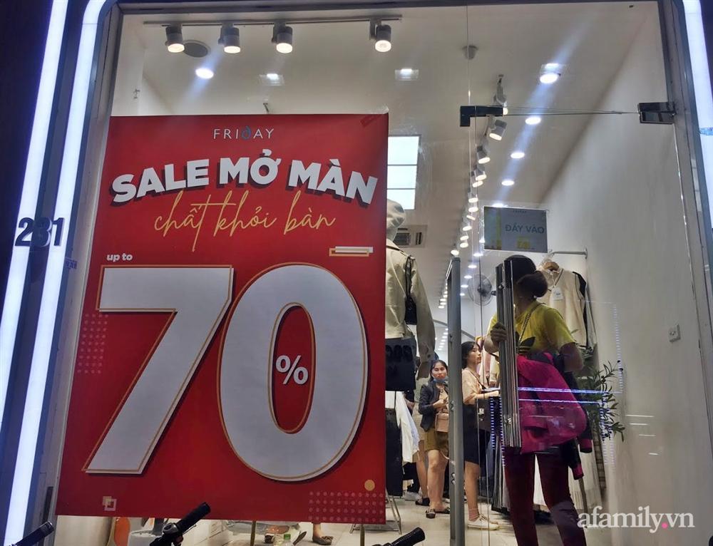 Hà Nội: Phố thời trang rợp biển giảm giá 80% trước ngày mua sắm Black Friday-7