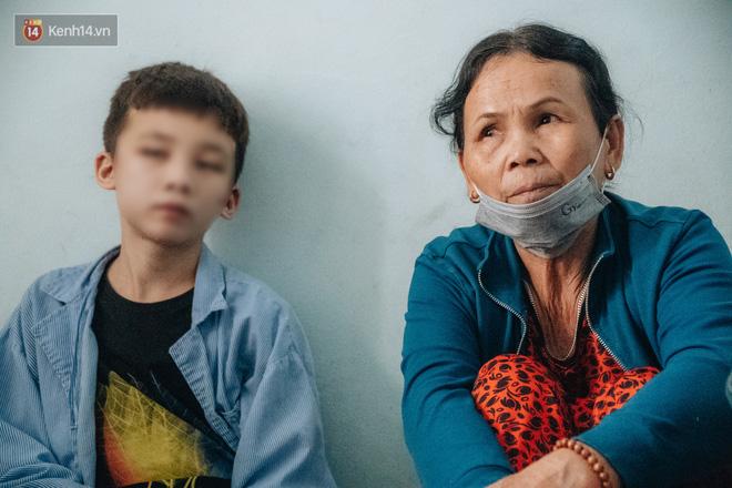 Người thân xót xa khi gặp lại cậu bé 15 tuổi bị chủ quán bánh xèo bạo hành, hy vọng cháu sớm về quê tiếp tục việc học-12