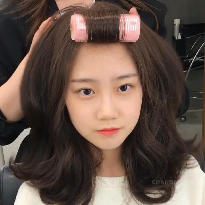 Để tóc xoăn rất dễ dừ đi vài tuổi, muốn trẻ trung thì chị em cần ghim ngay bí kíp từ chuyên gia-1