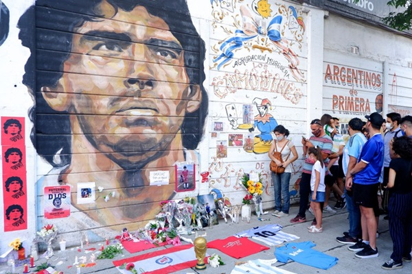 Đất nước Argentina chìm trong biển nước mắt tiếc thương Maradona-1