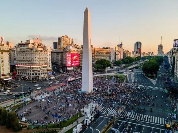 Đất nước Argentina chìm trong biển nước mắt tiếc thương Maradona-2