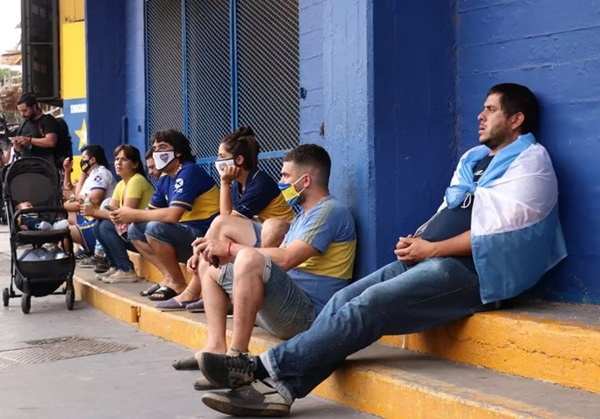 Đất nước Argentina chìm trong biển nước mắt tiếc thương Maradona-3