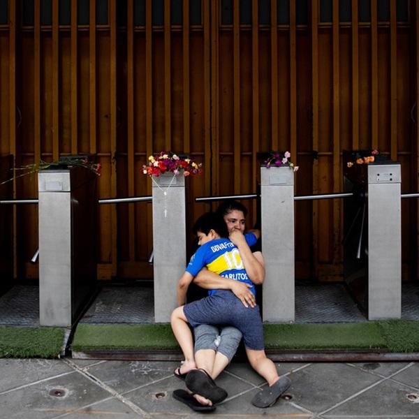 Đất nước Argentina chìm trong biển nước mắt tiếc thương Maradona-6