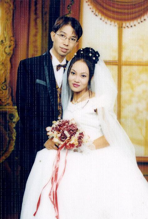 Long Nhật bị đàm tiếu giới tính, vợ trẻ vẫn bất chấp để sinh thêm con thứ 4-1