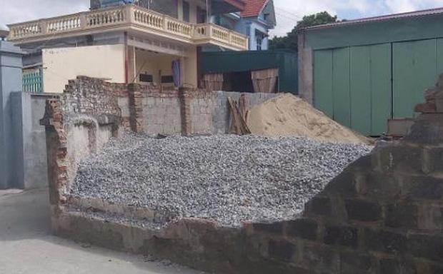 Lộ nguyên nhân làm đổ tường bao đè chết nữ sinh lớp 6 ở Thái Bình-1